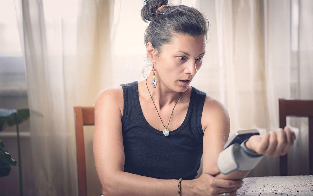 Högt blodtryck, hypertoni, här är symptomen att ha koll på + 3 tips
